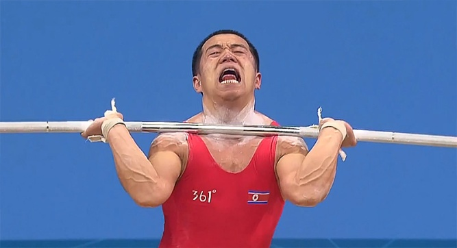 om-yun-chol-best-korea-tripple-bodyweight-clean-jerk-face-weightlifting-intensity