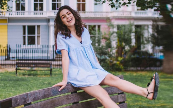 is-dodie-clark-dating-know-about-her-affair-and-relationship